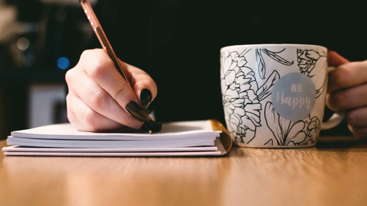 Wie schreibe ich einen guten Blurb für mein Buch?